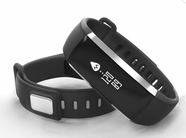 Fitnesstracker mit Pulsmesser, Blutdruckmesser und Oximeter