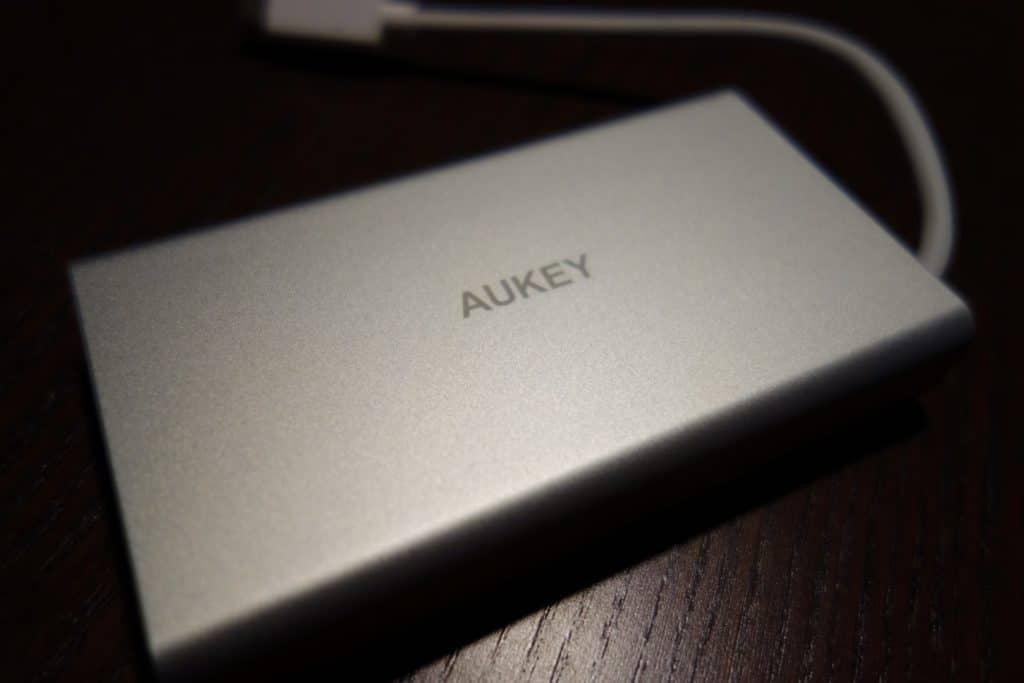 Aukey USB-C Hub mit Netzwerk und VGA-Anschluss 1