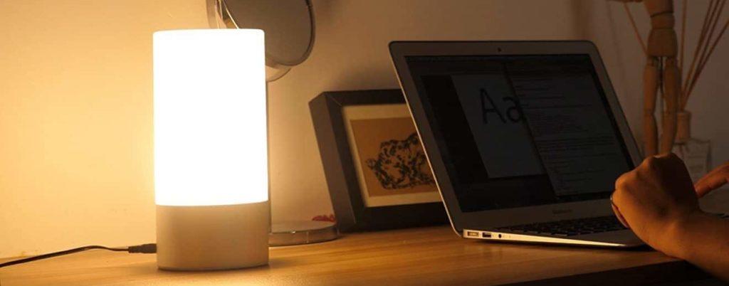 Smarte Nachttischlampe mit Berührungssensor 1